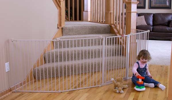 Take help of baby gate reviews to find the safe and reliable gate for your kid's