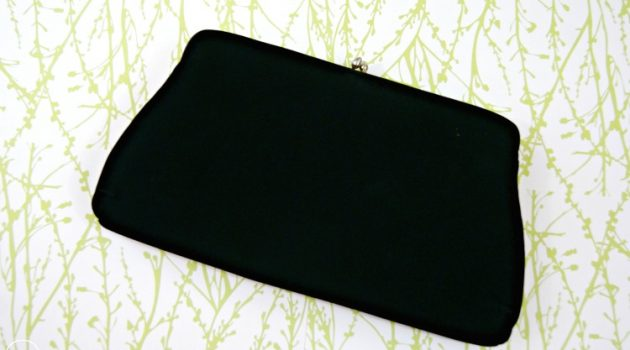 Choose the right clutch purse in accordance to the occasion read to know how!
